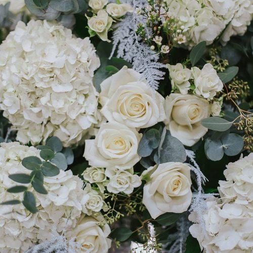 Hydrangea & White Rose flowerdetail centre piece for a wedding