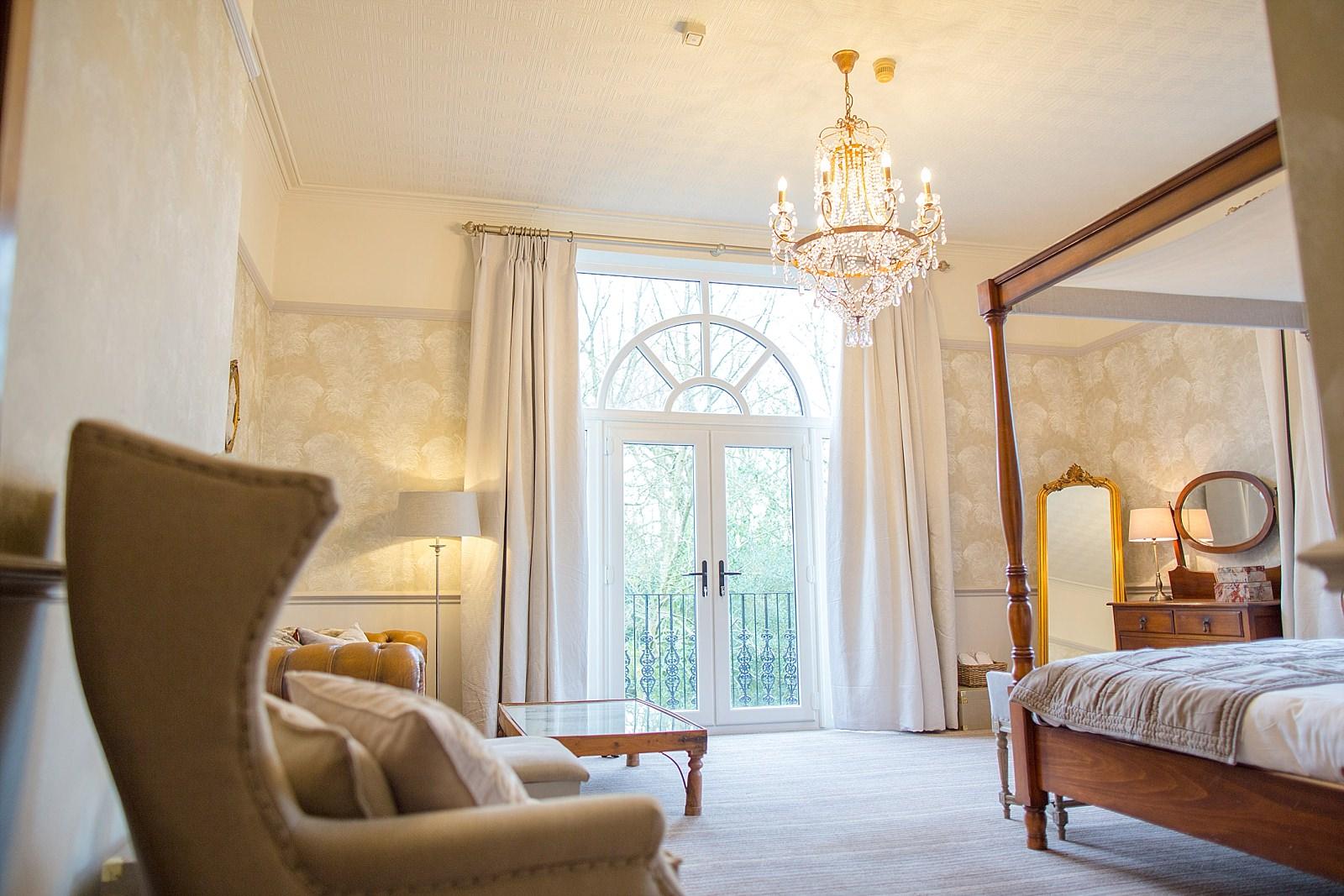 honeymoon suite with arch doorways