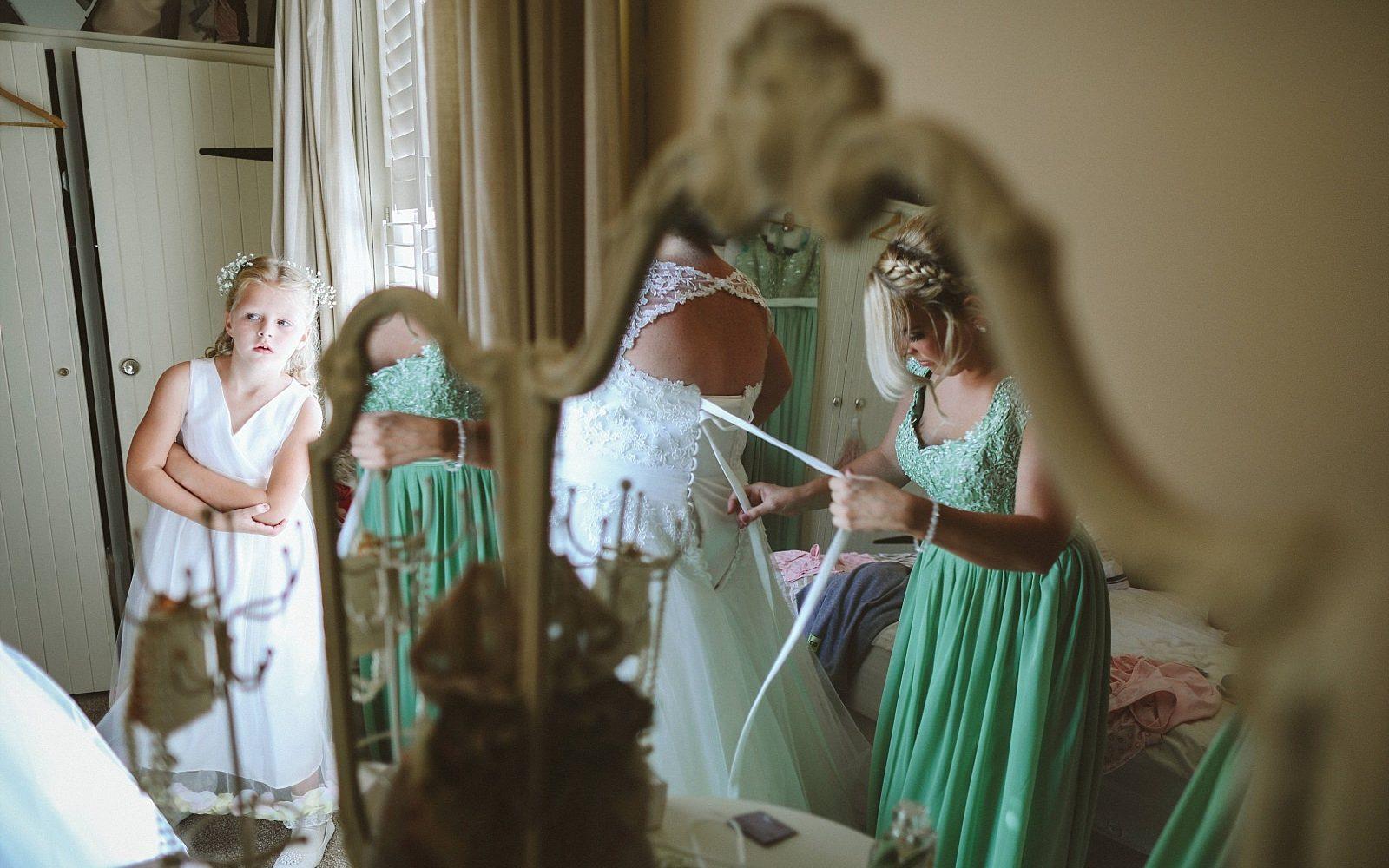 Tara+Geoff-warrington-wedding-photographer-photography-Hallmark-hotel-documentry-photo-idea-embee0051