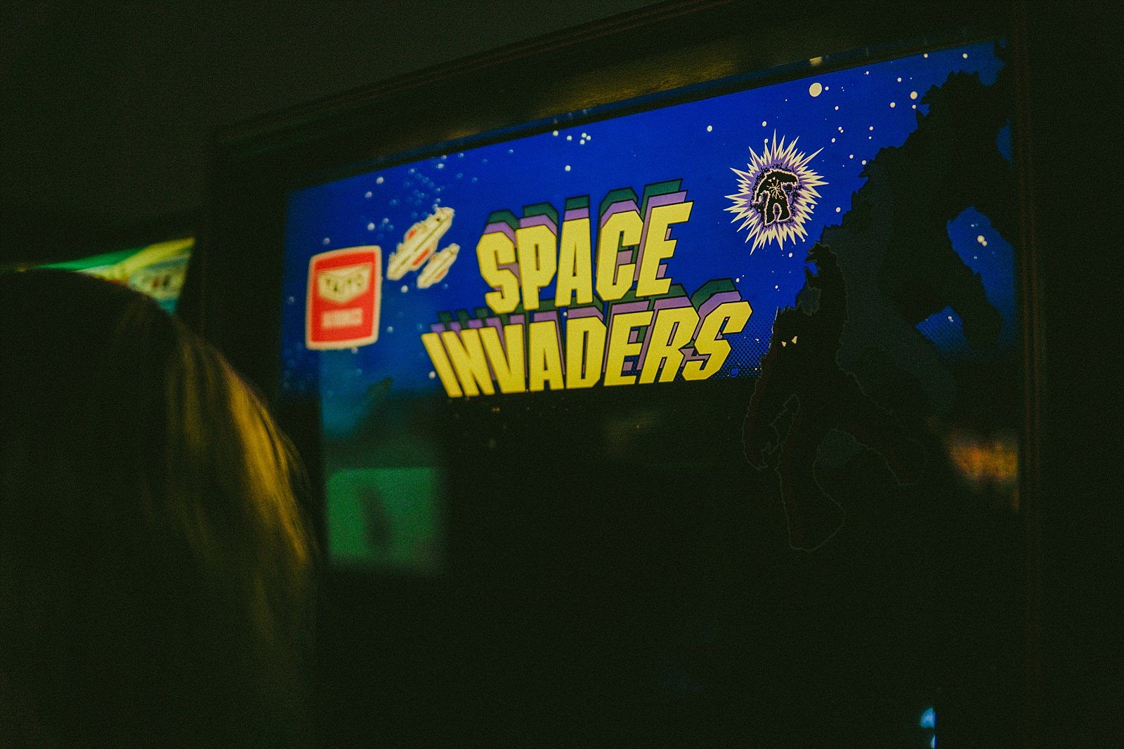 space invaders sign on arcade machine