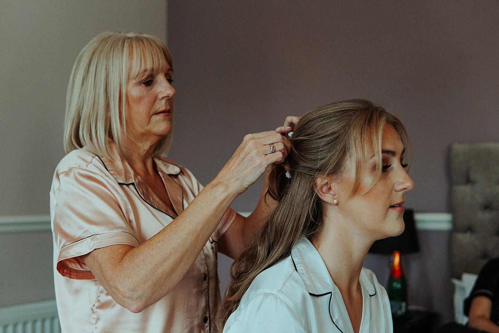mum doing the brides hair