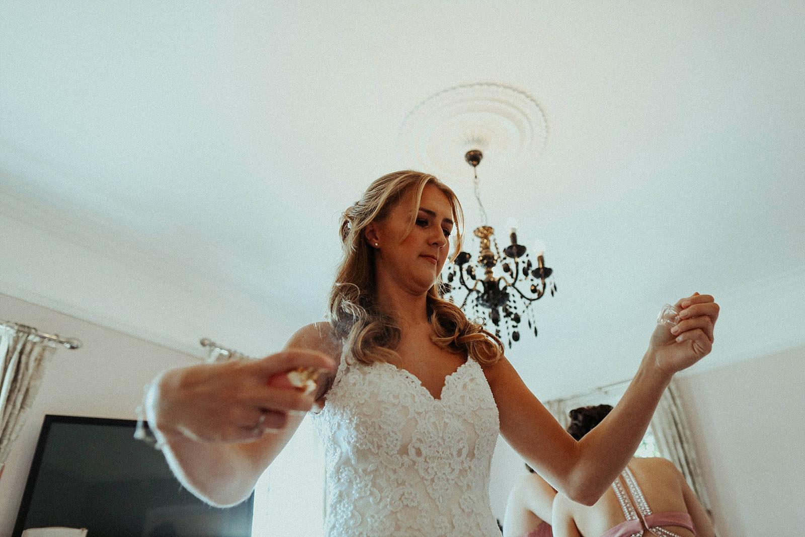 bride spraying purfume on herself