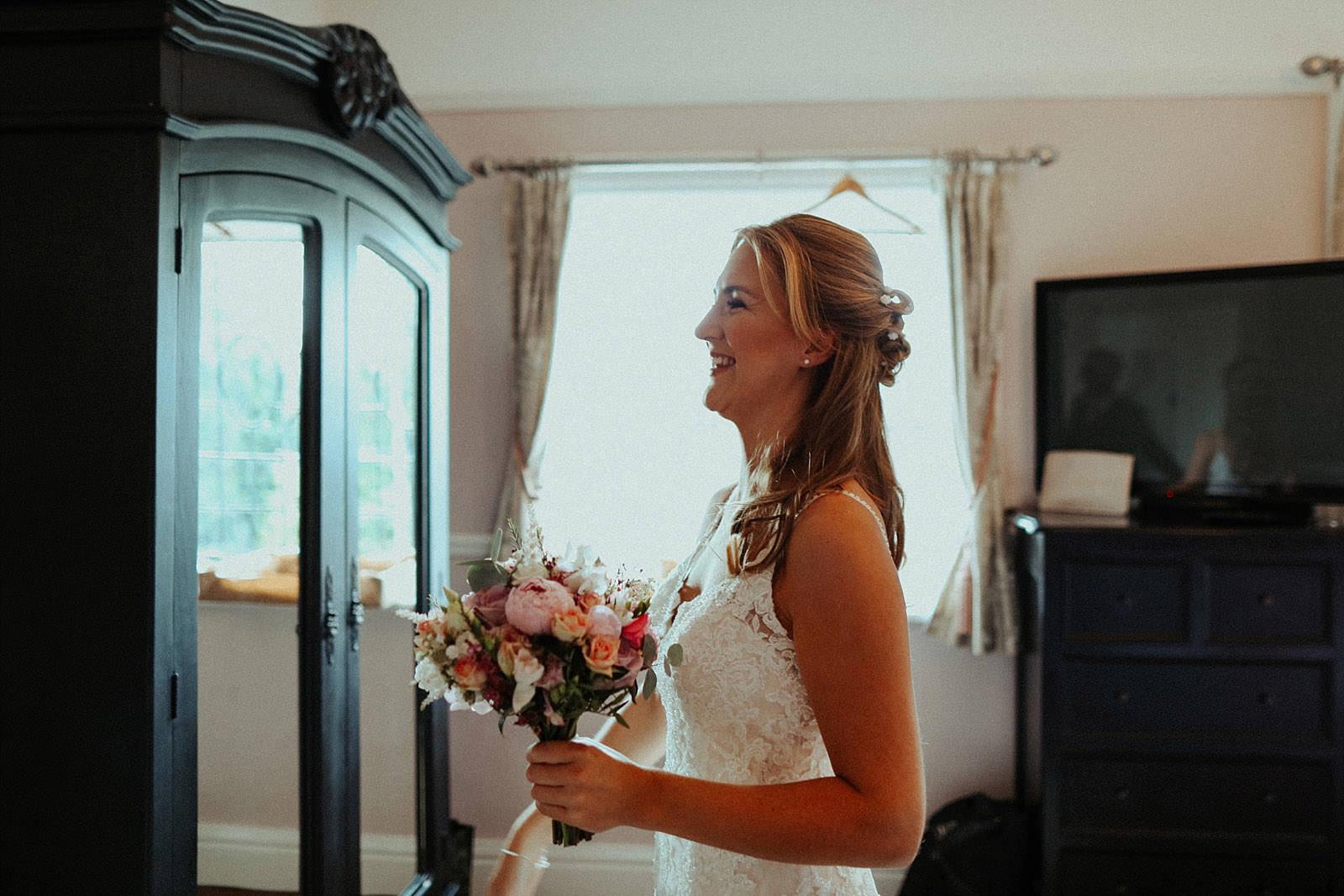 bride sees her dad