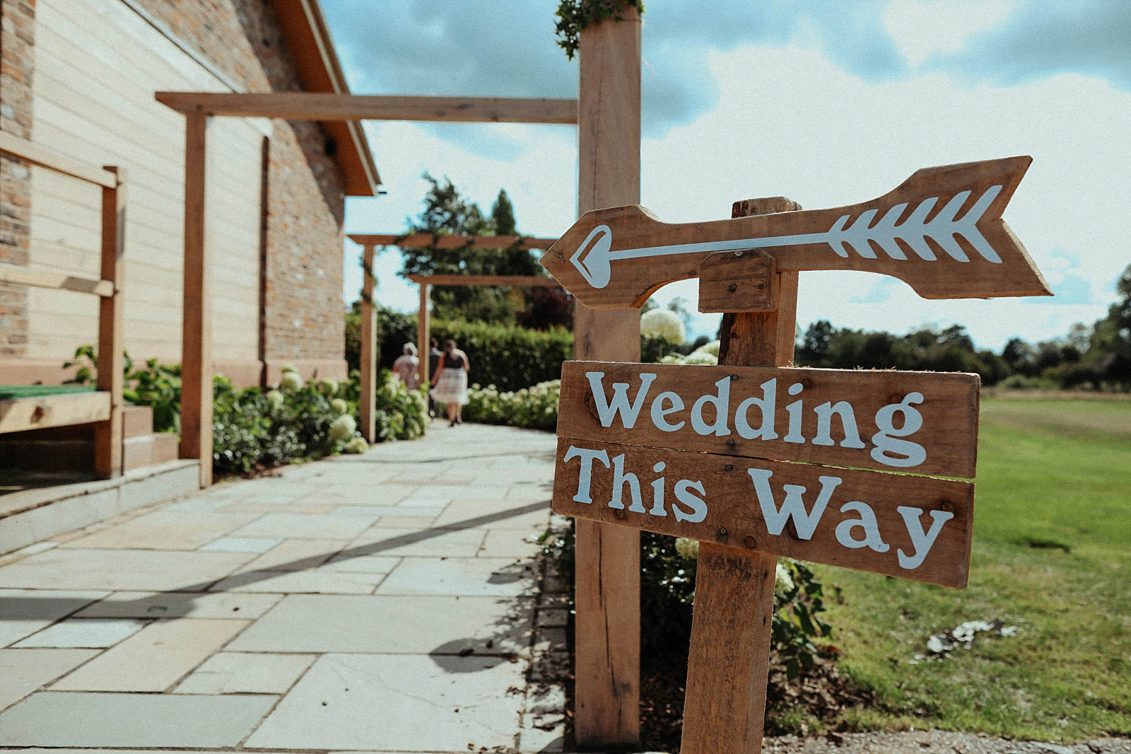 wedding this way sign at pryor hayes