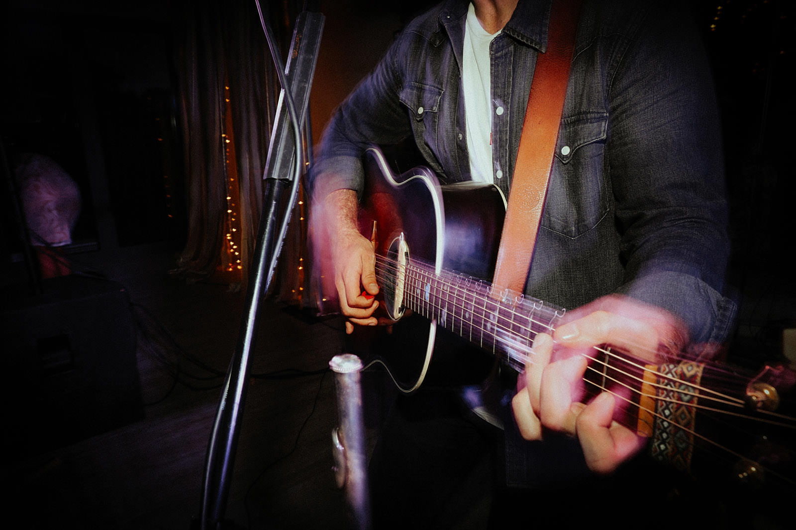 callum mac hands on guitar