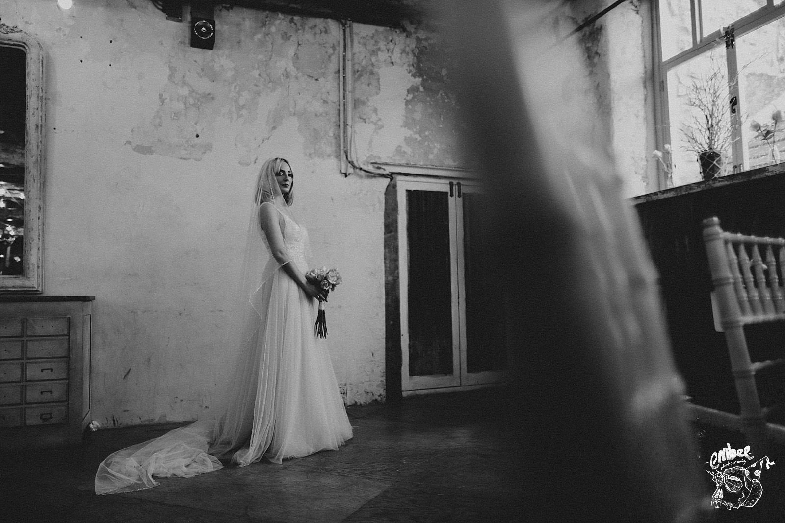bride holding flowers at holmes mill