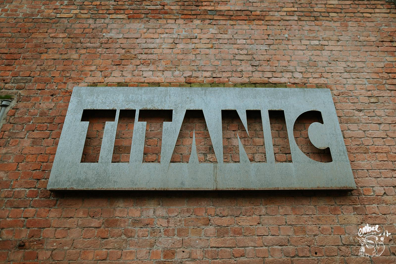 titanic sign for the hotel in liverool