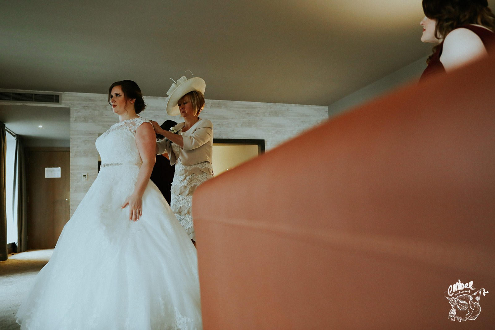 bride and mum during bridal prep