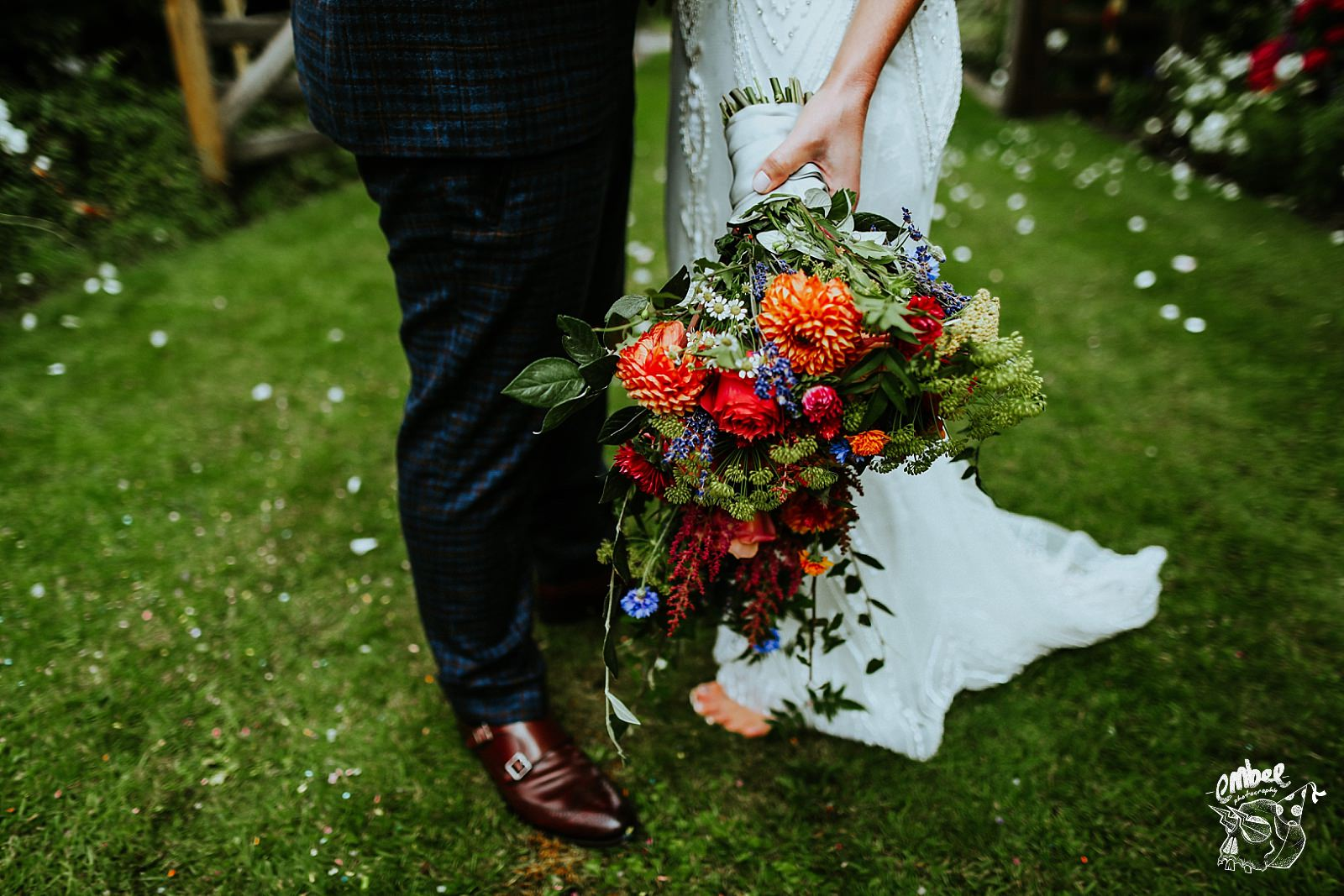 wild summer wedding flowers