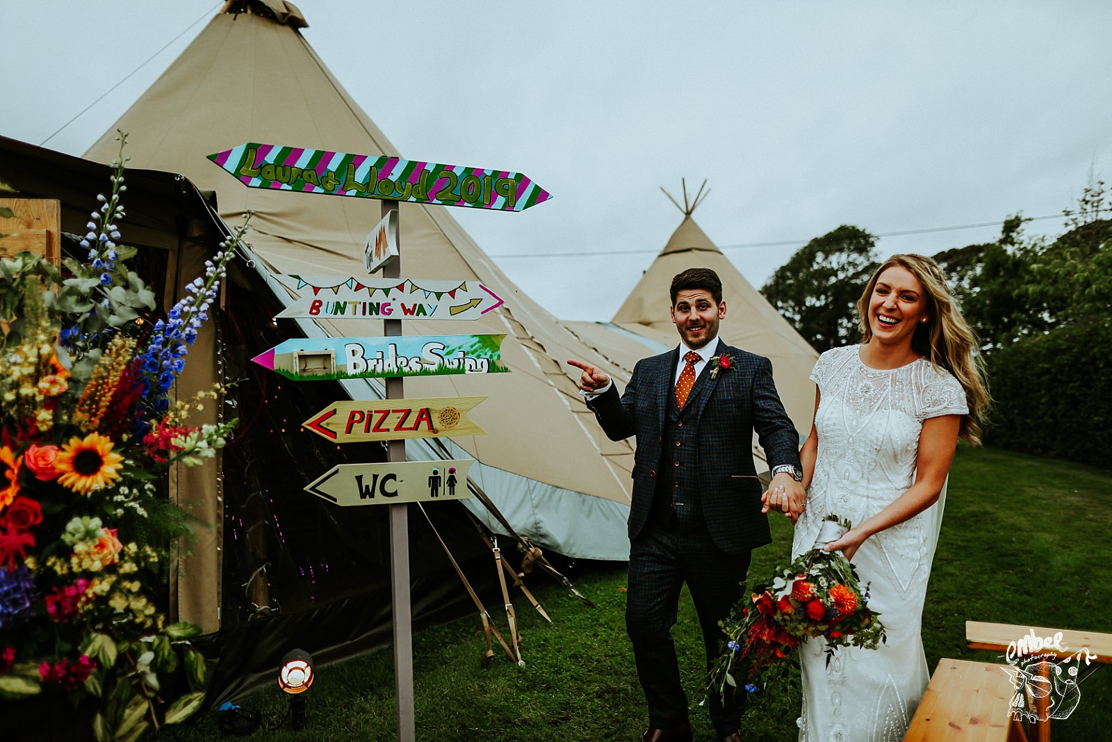 groom pointing to sign he made